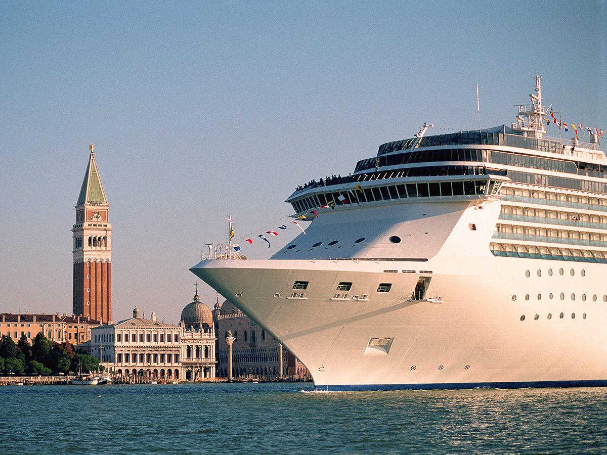 Venice bans large cruise ships
